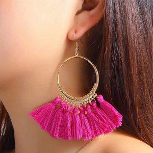 Pendientes dorados de aro borlas rosa